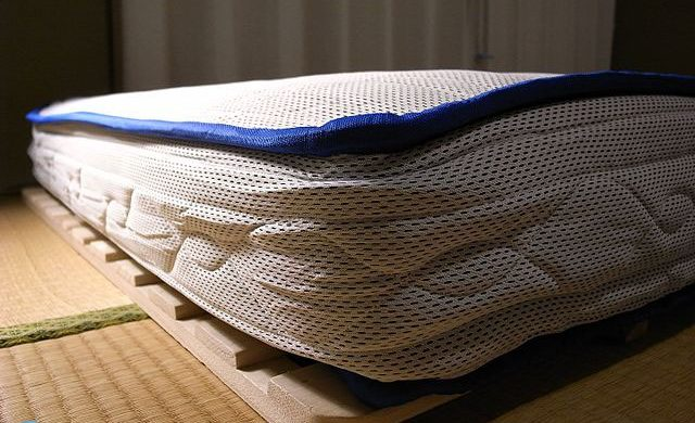 How to pack and move a mattress